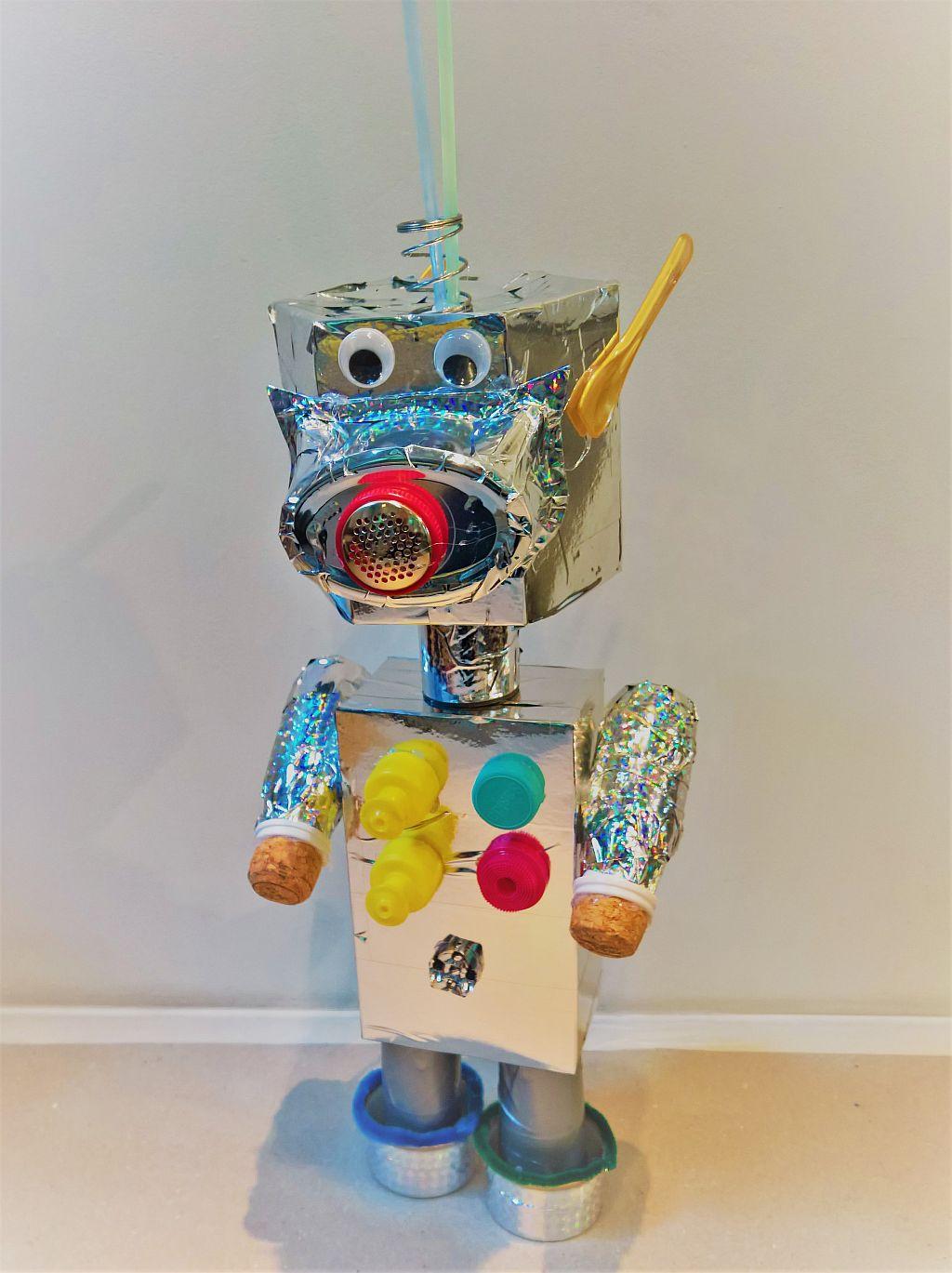 Die Invasion der Verpackungs Aliens, Roboter und Ufos